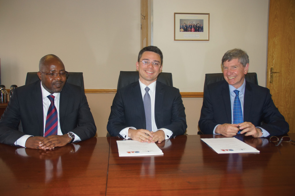 Law Society of South Africa (LSSA) Co-chairpersons Busani Mabunda (left) and Richard Scott (right) sign a memorandum of understanding on behalf of the LSSA with Brazilian Bar Association representative, Saul Tourinho Leal, in Pretoria in August this year.